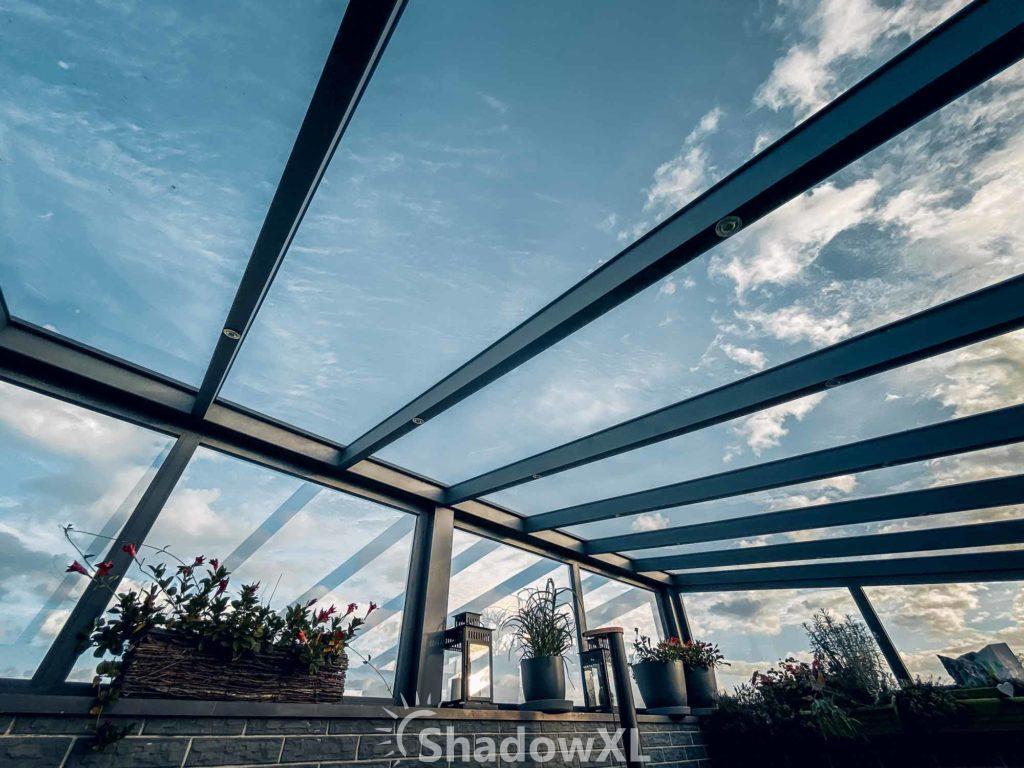 Legnica - szeroka przeszklona weranda ze szklanym dachem